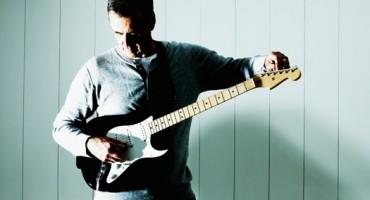 man_guitar_1