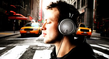 headphones_street_1