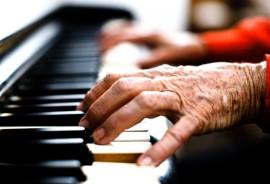 senior_piano_hands_1