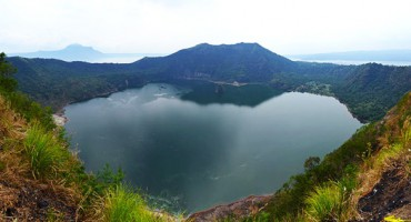taal_volcano_crater_1