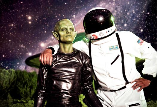 alien_hug_1
