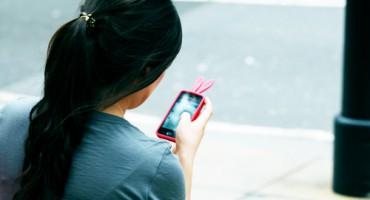 woman_smartphone_525