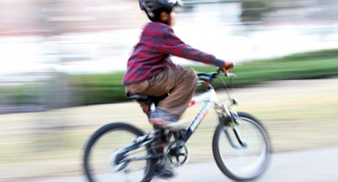 boy_bike_blur_525