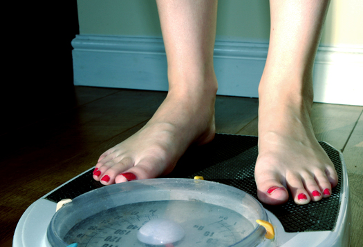 feet_on_scale_525
