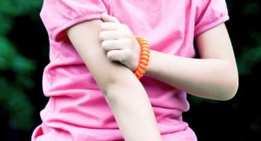 child_scratching_525