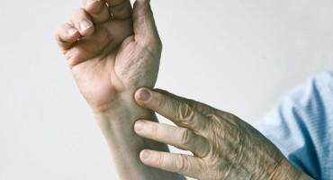 senior_man_wrist_525