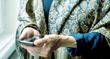 senior_smartphone_525