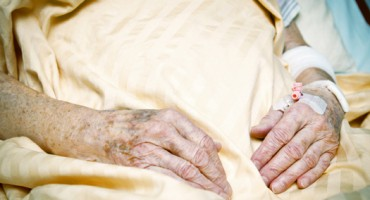 seniorhands_yellowblanket_525