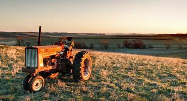 tractor_emptyfield_525