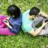 couple_texting_1