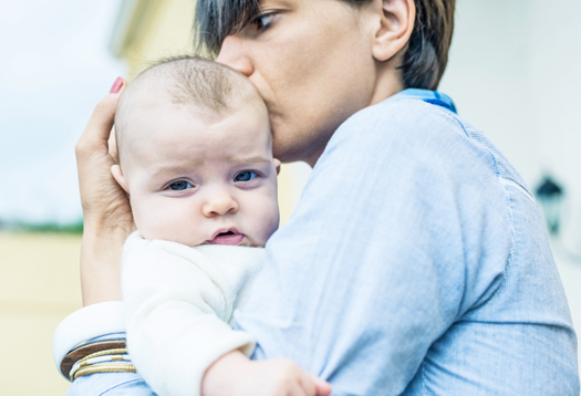 mother_kissing_baby_525