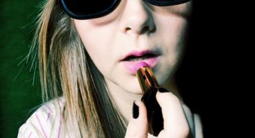 applying_lipstick_525