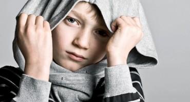 boy_hood_hiding_525