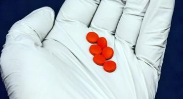 pills_glove_525