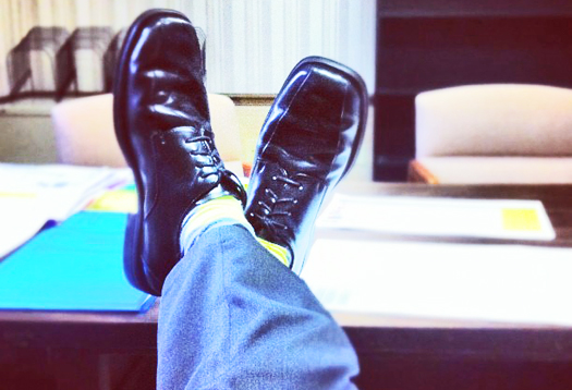 shoes_desk_525