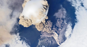 """During a supervolcano eruption, pyroclastic flows, which are giant clouds of very hot ash and rock, travel away from the volcano at typically a hundred miles an hour,"" Genevieve Robert says. ""We determined the ash must have been exceptionally hot so that it could actually turn into lava and flow before it eventually cooled."" (Credit: Christopher Christner/Flickr)"