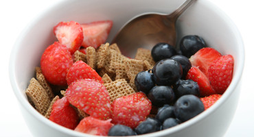 With every additional seven daily grams of fiber—one portion of whole grains or two to four servings of fruit and vegetables—researchers observed a significantly lower risk of both cardiovascular disease and coronary heart disease. (Credit: Richard Cocks/Flickr)