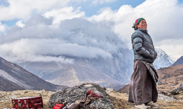 High elevations are challenging for humans because of low oxygen levels, but Tibetans spend their lives above 13,000 feet (3,962 meters) with little issue. Above: A souvenir stand at 14,370 feet (4,380 meters) near Lungden, Nepal Himalaya. (Credit: Kiril Rusev/Flickr)