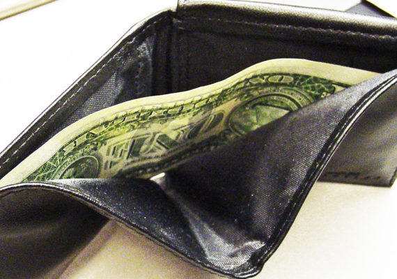 Thirty to 40 percent of US households live hand-to-mouth, consuming all of their disposable income. But because they have little cash on hand, they react to swings in income more like the poor than like the wealthy, says Greg Kaplan. (Credit: Gene Han/Flickr)
