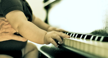 """Contrary to the view that genetic effects go away as you practice more and more,"" says Zach Hambrick, ""we found that genes become more important in accounting for differences across people in music performance as they practice."" (Credit: Jackson Latka/Flickr)"