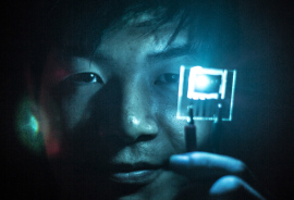 Jaesang Lee demonstrates the use of blue PHOLEDs.