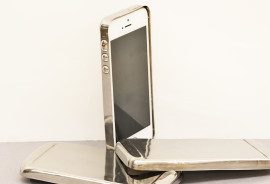 smartphone cases made from bulk metallic glasses