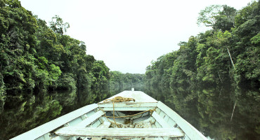 boat travels on the Rupununi in Guyana