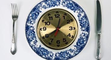 clock face on dinner plate
