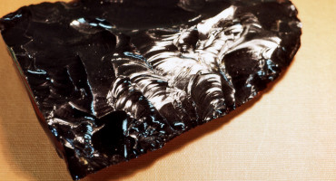 shard of obsidian as in stone-knapping