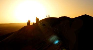 people in desert in libya