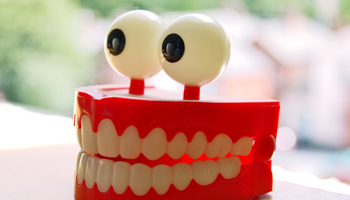 chattering teeth toy with eyes