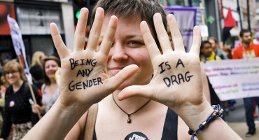 gender critique on hands