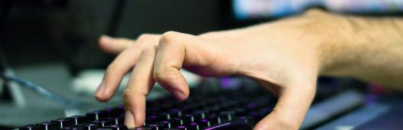 finger taps keyboard