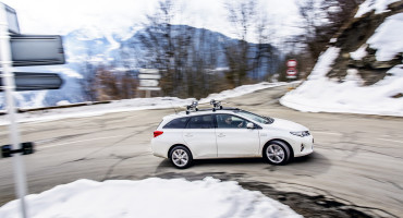 Auris hybrid in the snow