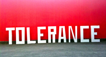 tolerance sign