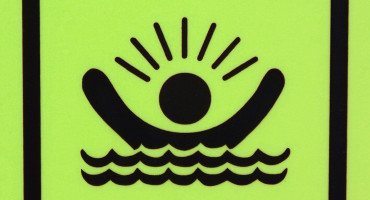 green drowning sign