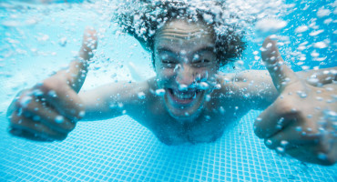 thumbs up under water