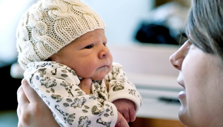 newborn and mom face to face