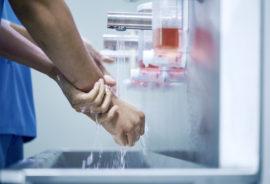 surgeons wash hands