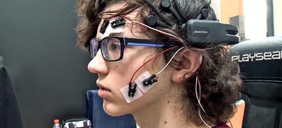 teen uses driving simulator