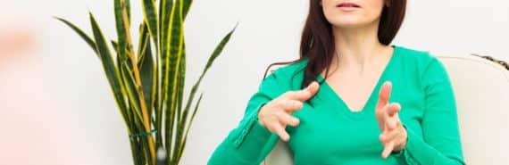 woman talks to a psychotherapist