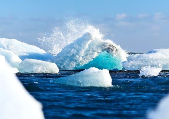 glacier piece splashes into ocean