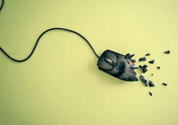 broken mouse on green