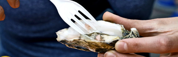 eating oyster