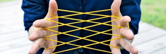 cats cradle string between fingers