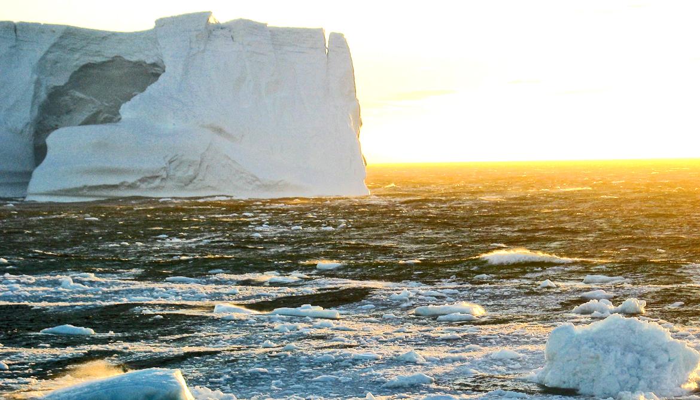Freshwater lid on Antarctic Ocean traps deep heat
