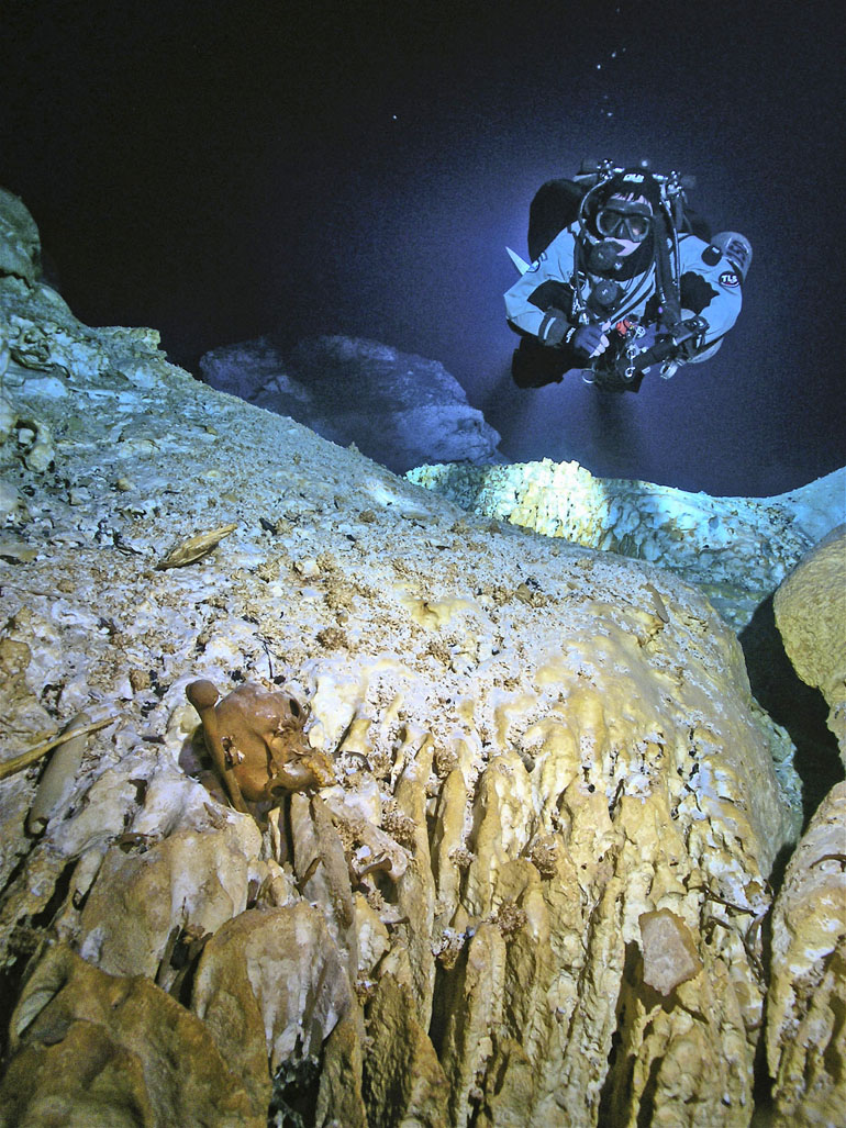 cave_skeleton_770