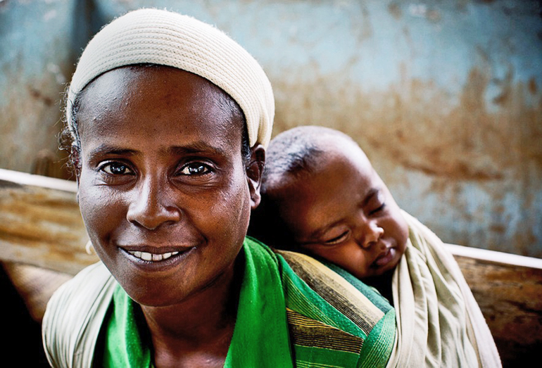 """Functional medical systems with better coverage by midwives could reduce maternal deaths in poor countries to """"extremely rare events,"""" says researcher Linda Bartlett. (Credit: Kate Holt/Jhpiego/JHU)"""