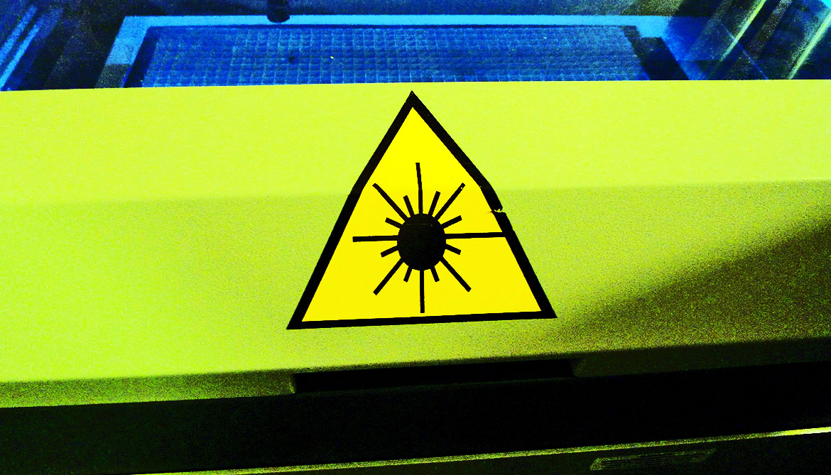 How energy loss can make lasers more intense