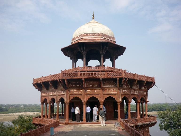 air sampling at Taj Mahal